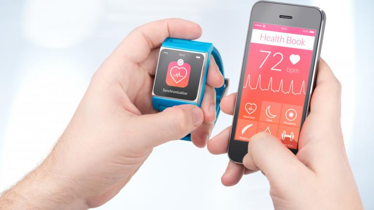 Health data synchronization between smartwatch and smartphone