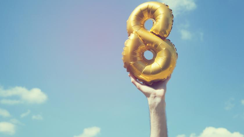 Gold number eight balloon